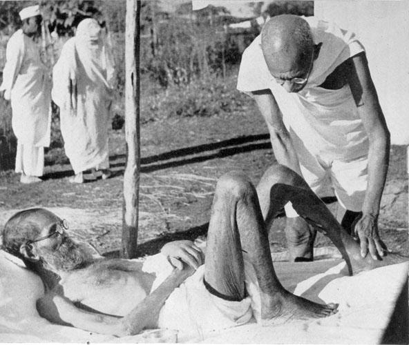 Gandhi nursing leper, Parchure Shastri