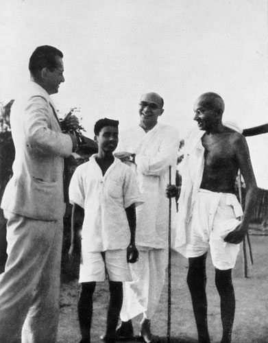 gandhi-and-louis-fischer