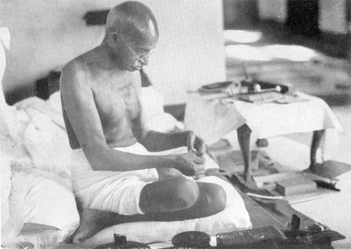 mahatma gandhis death Mahatma gandhi quotes, biography, facts, family, wife, height, death all around the world, the mahatma gandhi persona has become a sort of radar for freedom and hope for the oppressed anti-war activist, mahatma gandhi popularized the idea of (mass) civil disobedience.