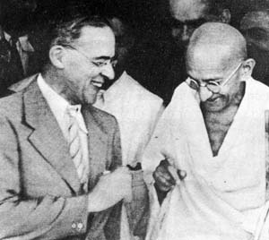 Gandhi with Stafford Cripps, 1942