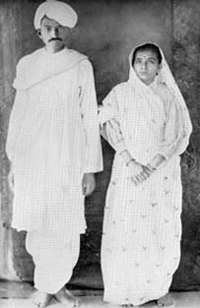 gandhi-kasturba-returned-from-south-africa