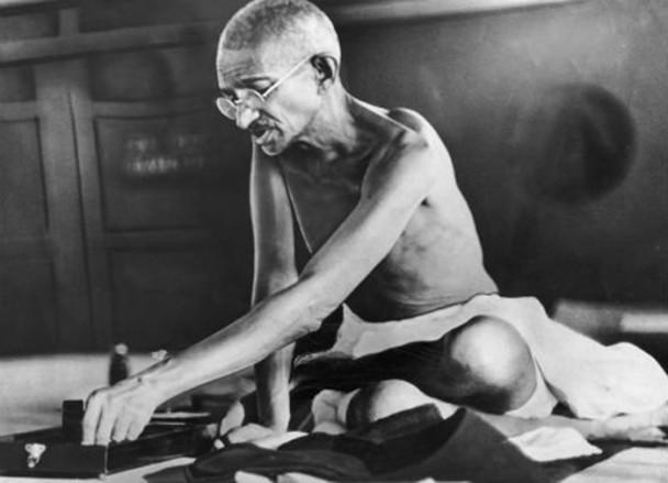 Gandhi-spinning-charkha