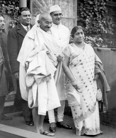 Gandhi-and-Sarojini-Naidu